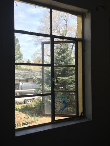 single pane glass window